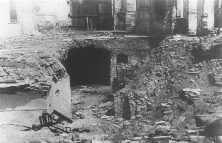 Die Ruine der Augustinerkirche; Unteres Franzikanerkloster. Im Keller fanden 73 Menschen den Tod. Archivbild Fegert
