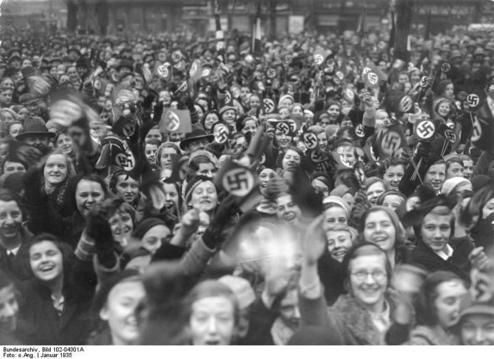 Die Volksabstimmung an der Saar am 13. Januar 1935. Ankunft der Berliner Abstimmungsberechtigten nach der Abstimmung auf dem Potsdamer Bahnhof in Berlin.