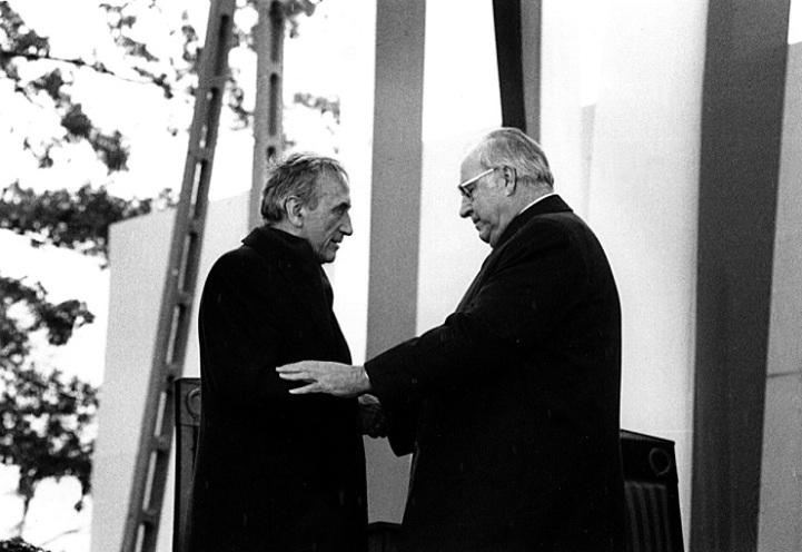 Versöhnungsmesse in Kreisau (12. November 1989), Helmut Kohl mit Tadeusz Mazowiecki, 1989