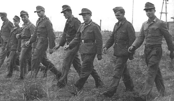 deutsche_soldaten_auf_mienensuche