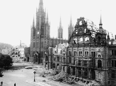 kaputtes-rathaus-1945
